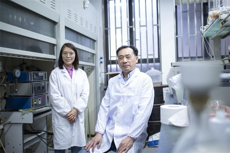 吴鹏教授研究团队在实验室
